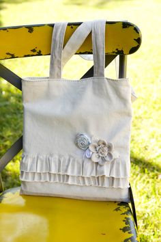 DIY: linen ruffle tote bag