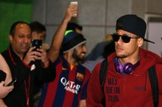 Neymar de Barcelona llega al aeropuerto de Manchester