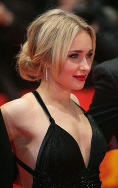 "Hayden Panettiere - Downblouse Candid at ""Fireflies in the Garden"" Premiere at Berlinale Beautiful Female Celebrities, Beautiful Actresses, Beautiful Women, Celebrity Faces, Celebrity Photos, Blond, Hayden Panettiere, Elle Fanning, Instagram Models"