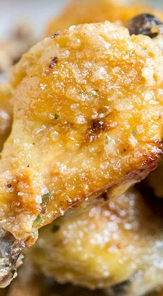 These Baked Salt & Vinegar Chicken Wings have all the flavor of the classic chips! Salty, tangy and craveworthy, they are incredibly addictive! Frango Chicken, Vinegar Chicken, Great Recipes, Favorite Recipes, Tandoori Masala, Balsamic Chicken, Winner Winner Chicken Dinner, Chicken Wing Recipes, Football Food