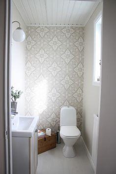 Fint, lugnt å varmt med beige, mer som ett vanligt rum. Bad Inspiration, Bathroom Inspiration, Bathroom Interior, Interior Design Living Room, Guest Toilet, Dream Bath, Upstairs Bathrooms, Interior And Exterior, Bathtub