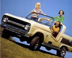 Ford Bronco Dune Duster Concept, A show car built by car customiser George Barris, the original wood-paneled sides were later replaced with a psychedelic paint job Old Ford Bronco, Bronco Truck, Early Bronco, Classic Bronco, Classic Ford Broncos, Classic Trucks, Broncos Pictures, Old Fords, Ford Trucks