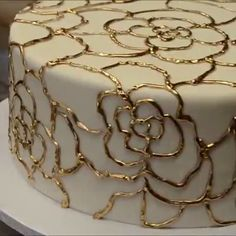 Gold Flower Pattern Cake Decoration Source by . Edible Flowers Cake, Fondant Flower Cake, Fresh Flower Cake, Cupcake Cakes, Korean Buttercream Flower, Buttercream Flower Cake, Cake Icing, Frosting, Cake Decorating Videos