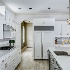 Grey And White Kitchen Cabinets With Subway Tile A Decorative Gl Liner Casesarstone Quartz Countertops In London Gray