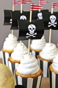 Impress party guests with these pirate flag cupcake toppers.