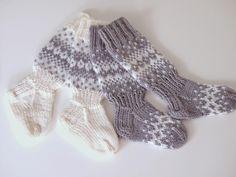 Crochet Socks, Knit Or Crochet, Knitting Socks, How To Start Knitting, Knitting For Kids, Baby Knitting, Best Baby Socks, Toddler Clothes Diy, Knit Baby Dress