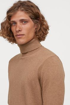 Turtleneck sweater in fine-knit cotton. Long sleeves and ribbing at cuffs and hem. Long Curly Hair Men, Medium Hair Styles, Curly Hair Styles, Beard Cuts, Outfits Hombre, Model Face, Boy Hairstyles, Haircuts, Aesthetic Images