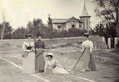Οικία Ευταξία, Κηφισιά, c.1910 Greece Pictures, Old Pictures, Old Photos, Vintage Photos, Old Greek, Athens Greece, Back In The Day, Once Upon A Time, The Past