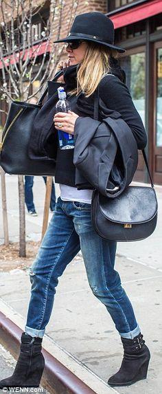 Hat's all folks! Jennifer donned a large black fedora for her journey...