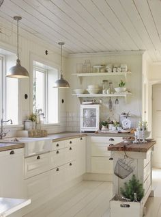 Shows the idea of a contrast between the white and cream... White (NOT stark) Cabinets and Light Cream Backsplash and/or Walls.