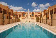 HOTEL | VERÃO 2014 Férias a dois em ambiente de luxo num resort no Barlavento Algarvio, a 200 metros da praia. No Baía da Luz, 7 noites de alojamento em apartamento T1 para 2 pessoas desde 420€.