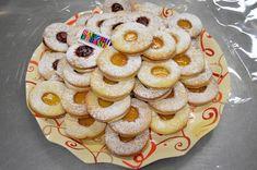 Fursecuri fragede cu unt 3 2 1 | Savori Urbane Cookie Recipes, Dessert Recipes, Desserts, How Sweet Eats, Winter Food, Doughnut, Tart, Biscuits, Bakery