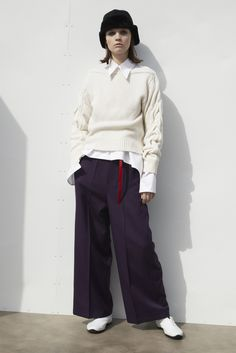 「ワイズ ピンク レーベル(Y'S PINK LABEL)」が2017-18年秋冬コレクションをパリで発表した。