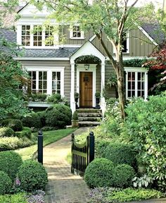 Exterior house colors stucco curb appeal landscaping ideas 33 ideas for 2019 Design Exterior, Exterior Colors, Exterior Paint, Interior And Exterior, Mansion Interior, Craftsman Exterior, Cottage Exterior, Exterior Siding, Craftsman Style