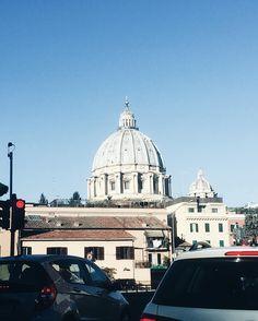 """""""Oggi me sembra che er tempo se sia fermato qui, vedo la maestà der Colosseo vedo la santità der cupolone, e so' piu' vivo e so' più bbono no nun te lasso mai Roma capoccia der mondo infame"""""""