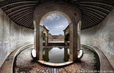l'un des plus beaux lavoirs de Bourgogne, village de Fixin, France | by Gaston Batistini