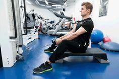 Vyötärölle kerääntynyt rasva voi olla haitallista terveydelle. Liikuntafysiologi ja personal trainerina työskentelevä liikuntabiologi kertovat, mistä rasvan kerääntyminen johtuu ja miten siitä pääsisi parhaiten eroon. Personal Trainer, Gym Equipment, Sports, Hs Sports, Sport