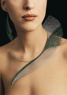 """Vlasta Wasserbauerová. Galerie Vlasta - Originální šperky, které jsou zhotoveny velice náročnou starou textilní technikou """"ručně paličkovanou krajkou"""