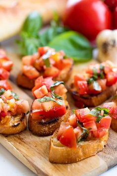 Italian Bruschetta is a classic appetizer that people absolutely love. Learn all the little tricks for making the perfect bruschetta. newyear'seveappetizersAuthentic Italian Bruschetta is a classic appetizer that peo. Comida Baby Shower, Appetizer Recipes, Dinner Recipes, Fun Appetizers, Popular Appetizers, Christmas Appetizers, Christmas Parties, Party Recipes, Drink Recipes