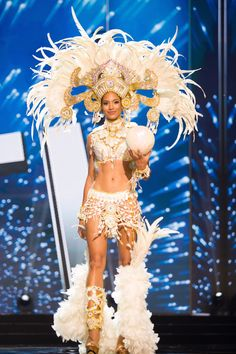 On Monday night Haiti was announced as the first runner up to France in the edition of Miss Universe. Raquel Pelissier represented Haiti and she did her country proud. Here are 6 things to kno… My Black Is Beautiful, Beautiful People, Beautiful Females, Beautiful Things, Black Girl Magic, Black Girls, Black Women, Haiti History, Miss Universe National Costume