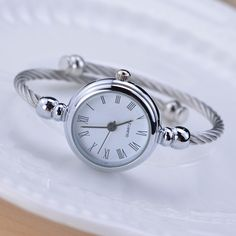 Прості срібні жінки дивиться елегантний маленький браслет жіночі годинник  2018 BGG модний бренд римський циферблат ретро 16c0d5e4805ec