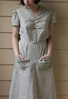 Farm Dress from a dress pattern Farm Fashion, 1930s Fashion, Vintage Fashion, Vintage Vogue, Vintage Dresses, Vintage Outfits, Vintage Clothing, House Dress, Modest Outfits