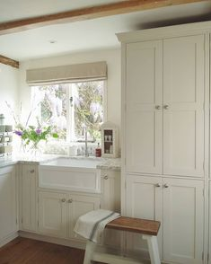 Happy hump day flash back to a day when i had my own kitchen to hang out in! Still house hunting but making progress (fingers and toes crossed) #myoldhouse #kitchen #utilityroom #periodhome #paintedkitchen #farrowandball #shadedwhite #butlersink #countrykitchen #homedecor #myhomestyle #springhome