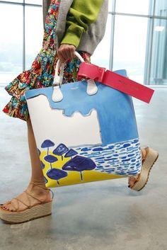 Michael Kors, Primavera/Verano New York, Womenswear Fashion Week, Fashion Bags, Michael Kors, Modern Hippie Style, Hippie Chic, Creative Bag, Diy Fashion Hacks, Sacs Design, Painted Bags