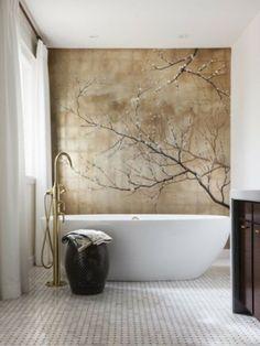 leuk idee zo'n mooi rustgevend schilderij in de badkamer!