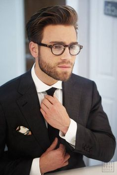 Do not just grow a short beard, rather use it to enhance your personality and manly look. Here are 70 most popular and trendy short beard styles you can try. Beard Styles For Men, Hair And Beard Styles, Hair Styles, Short Beard Styles, Gentleman Mode, Gentleman Style, Modern Gentleman, Look Man, Wearing Glasses