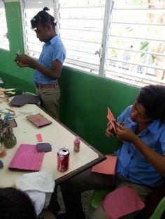 Taller de Expresión Creativa y Reciclaje Proyecto Arte+ Paz =Bienestar. 2016