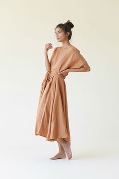 Black Crane is focusing on a silhouette that complements supple lines and comfort and that is why we think it is the MUST HAVE brand for moms. Clothes For Summer, Summer Outfits, Cardigan Outfits, Look At You, Linen Dresses, Minimalist Fashion, Minimalist Dresses, Spring Summer Fashion, Beautiful Outfits