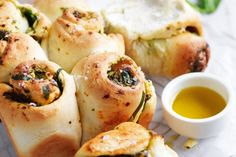 Create a real picnic treat the whole family can enjoy with this spinach, feta and semi-dried tomato pull-apart bread.