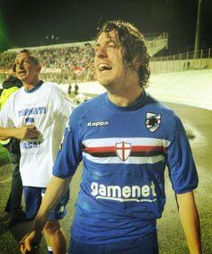 @capoassurdo @Sampdoria #MyBestSampMoment2012 sentire la finale sotto un portico a #Varese. Il freddo, la pioggia e poi la gioia del gol di Nick #Pozzi