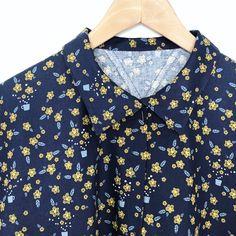 Adorable chemise cousue dans le coton bleu marine imprimé de petites fleurs jaune, tissu en coton en vente dans la mercerie couture de 36 bobines. Bleu Marine, Shirt Dress, Blouse, Mens Tops, Shirts, Dresses, Women, Fashion, Small Yellow Flowers