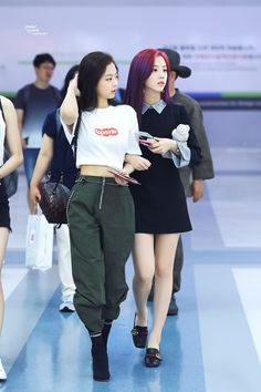Jennie / Jisoo  Jennie's style is amazing, I love the way her and Lisa dresses