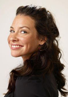 Evangeline Lilly - so pretty without layers and layers of eyeliner, etc. Beautiful Celebrities, Beautiful Women, Female Celebrities, Amazing Women, Beautiful People, Nicole Evangeline Lilly, Emilie De Ravin, Canadian Actresses, Female Actresses
