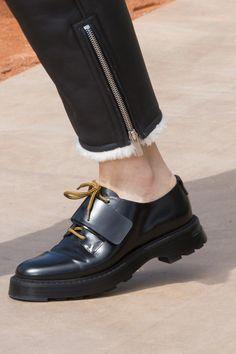 Fall Fashion Christian Dior Fall 2017 Couture Fashion Show Details Mens Fashion Shoes, Fashion Boots, Fall Fashion, Men's Fashion Accessories, Men's Shoes, Dress Shoes, Dress Clothes, Shoes Style, Shoes Men