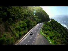 ¡Mira que experiencia el conducir por la Great Ocean Road de Australia! ¿Te vienes?  www.holaaustralia.com Country Roads, Ocean, Australia, World, Videos, The Ocean, Video Clip, Sea, Peace