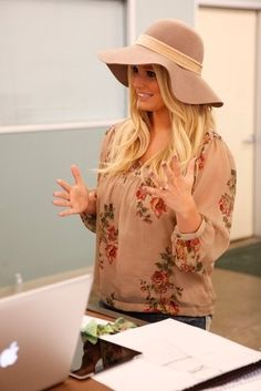 Jessica Simpson wearing Jessica Simpson Kylie Platform Sandal, Jessica Simpson Farrah Peasant Blouse and Jessica Simpson Rockin Curvy Bootcut Jeans in Charade Wash.