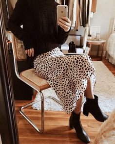 Dress Silk Outfit Style 45 New Ideas Mode Outfits, Skirt Outfits, Fashion Outfits, Fashion Tips, Fashion Bloggers, Night Outfits, Fashion Fashion, Fashion Pants, Fashion Clothes