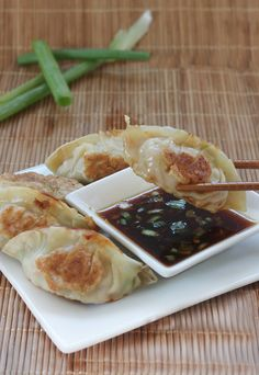 Homemade Gyoza with Dipping Sauce - Thrifty and Thriving Gyoza Sauce Recipe, Sauce Recipes, Asian Recipes, Chinese Recipes, Chinese Food, Oriental Recipes, Korean Food, Healthy Recipes, Ravioli