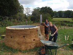 cob hot tub DIY. OMYGOSHNESS!!!!!! I must build one when I build my house from cob!!!