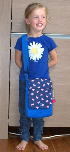 """Lisa met Jozefien I in samenwerking met """"Mijn tas"""". Perfect om een brooddoos en een fruitdoos in te stoppen."""