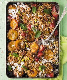 Perske-en-bessie-krummel - rooi rose South African Recipes, Ethnic Recipes, Paella, Sheet Pan, Good Food, Ice Cream, Meals, Rose, Desserts