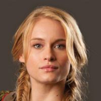Leven Rambin plays Glimmer, the female chosen to be in the hunger game from District Also, Clarissa from Percy Jackson and the Sea of Monsters. Hunger Games Wiki, Hunger Games Characters, Hunger Games Movies, Hunger Games Trilogy, Katniss And Peeta, Katniss Everdeen, Glimmer Hunger Games, Hunger Games Districts, Leven Rambin