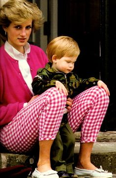 July Princess Diana and Prince Harry at Thier Home At Highgrove, Gloucestershire. Princess Diana wearing a pink cardigan, and pink and white gingham trousers. Prince Harry And Prince William (not in view here) in green camouflage clothing. Princess Diana Photos, Princess Diana Family, Princes Diana, Prince And Princess, Princess Of Wales, Baby Prince, Real Princess, Lady Diana Spencer, Diana Son