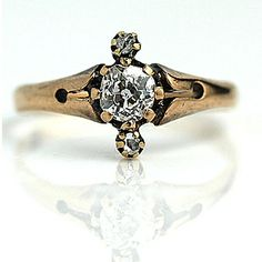The way the gold is perfectly tarnished. | 40 Vintage Wedding Ring Details That Are Utterly To Die For