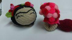 Frida love! #frida #amigurumi #llavero Baby Shoes, Love, Handmade Crafts, Amigurumi, Key Fobs, Amor, Baby Boy Shoes, Crib Shoes