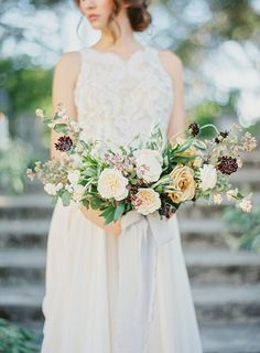 Old World Romance Wedding Inspiration | Floral by Gavita Flora | Photo by Hannah Suh #wedding #flowers #bouquet